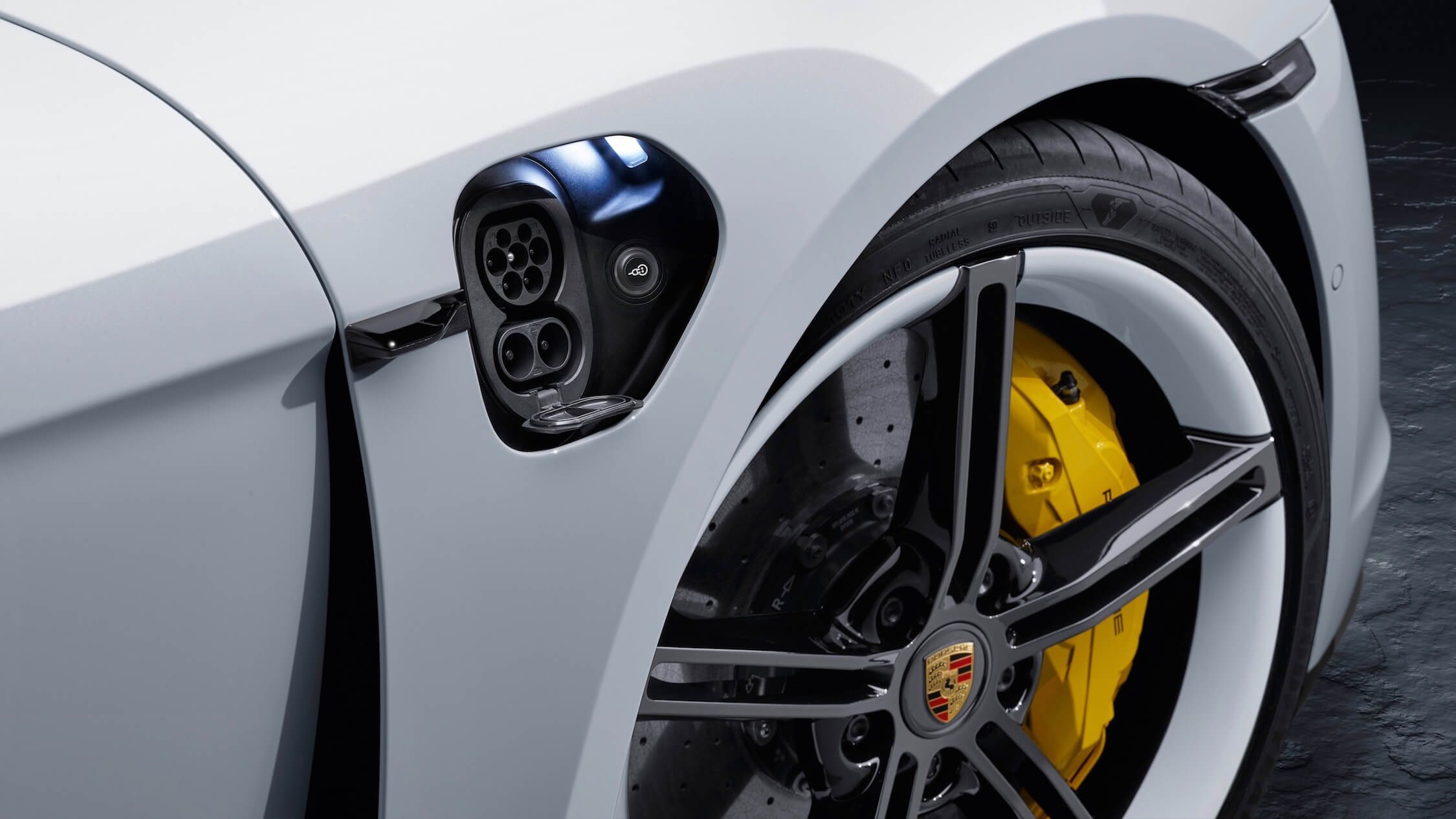 Porsche Taycan charge contact