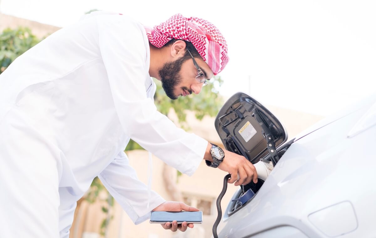 emirati charges electric car